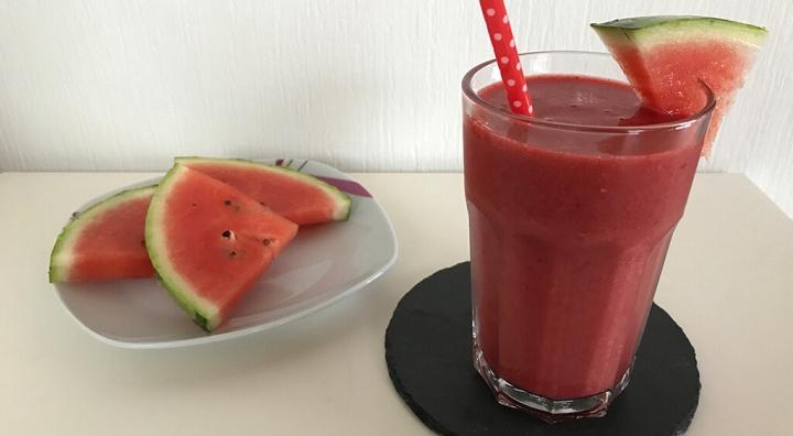 Fruchtig-leckerer Erdbeer-Melonen-Smoothie