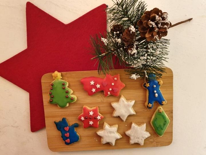 Rezept: Bunte Weihnachtsplätzchen zumAusstechen